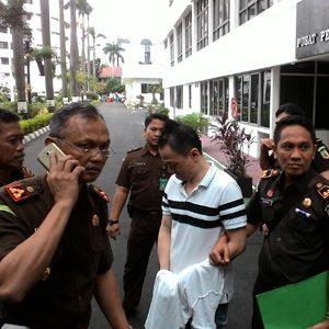 Terpidana Saat Akan Dibawa Ke Makassar
