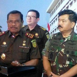 Jaksa Agung RI HM Prasetyo bersama Panglima TNI, Marsekal TNI Hadi Tjahjanto, S.I.P didampingi Kapuspenkum Kejagung, M Rum