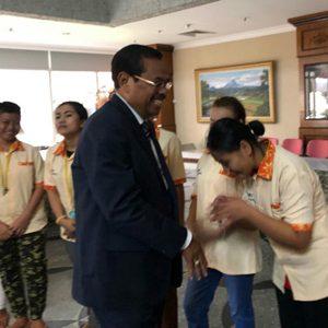 Jaksa Agung HM Prasetyo Tinjau Langsung Buruh Migran Dan WNI Di KBRI Singapura