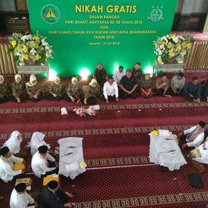 Jaksa Agung HM Prasetyo Didampingi IAD Pusat Ny Ros Ellyana Prasetyo Dan Wakil Jaksa Agung Saat Menyaksikan Pernikahan Massal