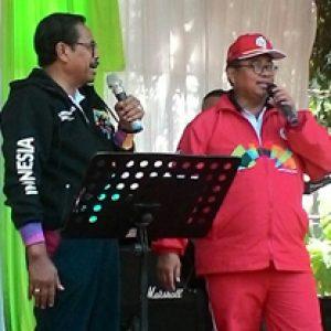 Jaksa Agung HM Prasetyo Dan Wakil Jaksa Agung Arminsyah Bernyanyi Bersama Usai Penutupan POR Peringatan HBA Ke-58