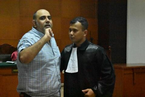 Terdakwa Amar Umar Keswani Didampingi Kuasa Hukumnya  Rudianto  Manurung